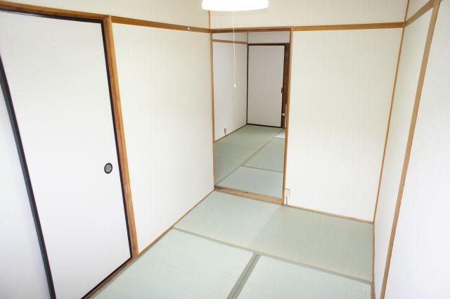 明るい2Fの3帖和室は東向きです。