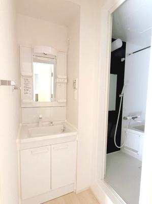 独立洗面台、独立洗面所です。