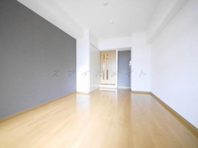 洋室8.3帖のスタイッシュな空間です。