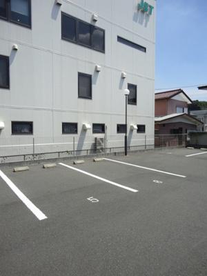 敷地内駐車場1台付き☆いつでも目の届く敷地内に駐車場があります♪お車をお持ちの方にオススメです☆