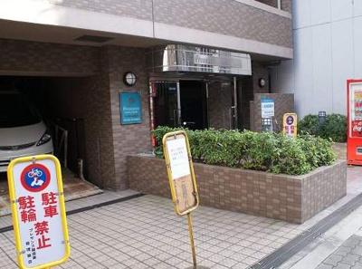 【エントランス】プレサンス難波東