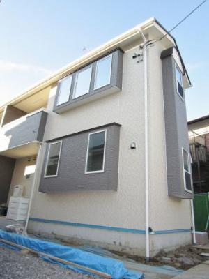 小田急線「向ヶ丘遊園」より徒歩10分の好立地!築浅の人気のテラスハウスです☆