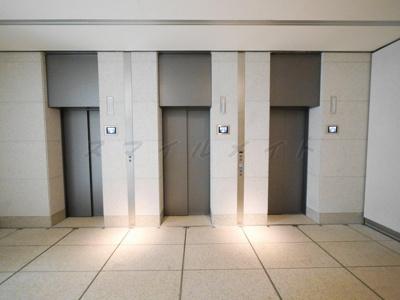 エレベーターは3基あります。