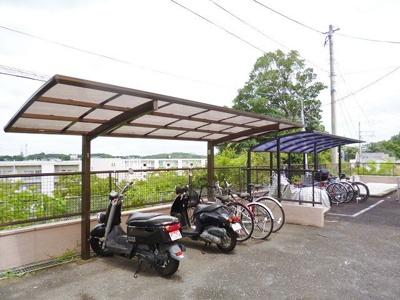 屋根付きの駐輪場で雨が降っても安心♪休日はサイクリングへ♪