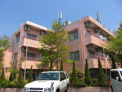 小田急多摩線「栗平」駅より徒歩5分!便利な立地の3階建てマンションです☆
