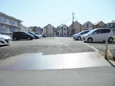 いつでも目の届く敷地内に駐車場があるので、お車をお持ちの方にもオススメ♪