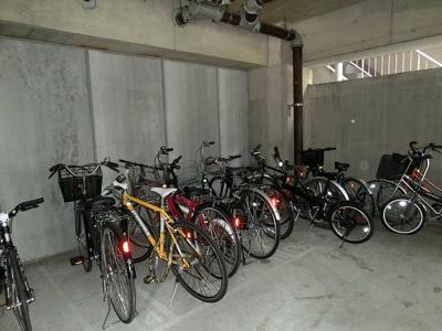 ラクラス田原町の駐輪場です