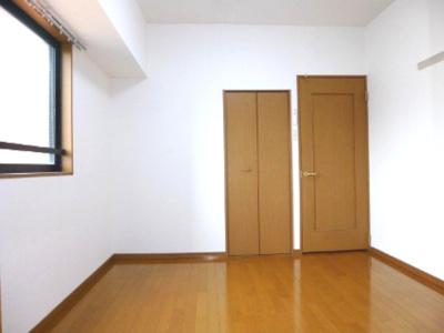 ラクラス田原町の洋室です