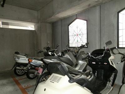 ラクラス田原町のバイク置場です