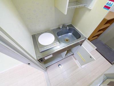 コンパクトなキッチンで掃除もラクラクです。