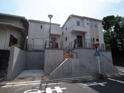 常磐台の全2棟の新築分譲住宅です。 2号棟外観です。