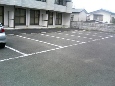いつでも目の届く敷地内に駐車場があるので、お車をお持ちの方にはもオススメ☆