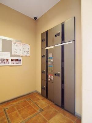 マンションでも玄関ポーチがあることで、他の居住者とのスペースが区切られます。