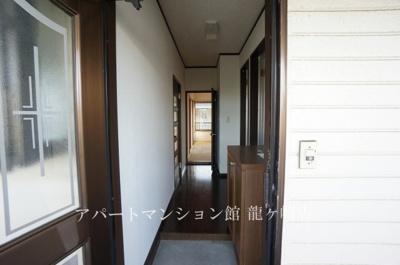 【玄関】ロイヤルコーポB棟