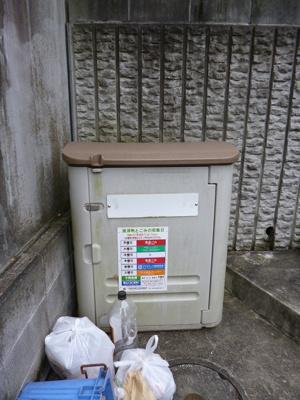 敷地内ゴミ置場完備!通学通勤の前に直ぐゴミを出せるのが魅力的☆
