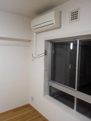 洋室とエアコン
