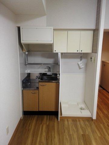 ミニキッチンと室内洗濯機置き場