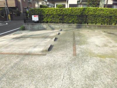 いつでも目の届く敷地内に駐車場があります♪お車をお持ちの方はぜひぜひ☆