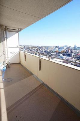 眺望は良好!!前に建物がない為、遠くまで見渡せます。