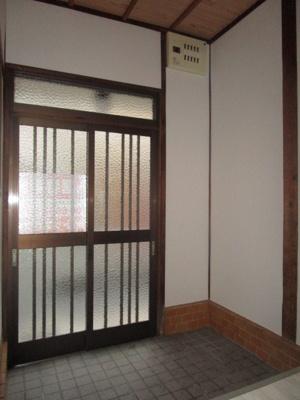 【玄関】西郷通1丁目貸家