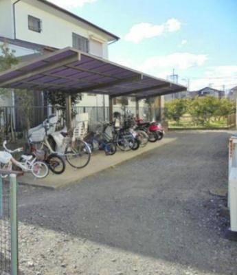 敷地内に屋根付き駐輪場があるので駅から自転車もオススメ!雨が降っても大切な自転車が濡れません♪