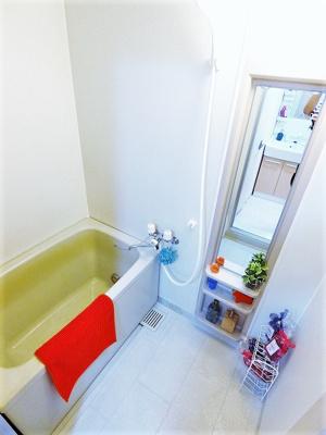 いつでもぽかぽかお風呂に入れる追焚き機能付きバスルームです!お風呂に浸かって疲れもすっきりリフレッシュ♪