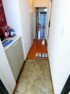 シューズボックス付きの玄関です♪上に写真やかわいい小物を置けるので、玄関を華やかに飾れますね♪