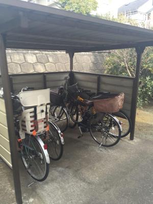 屋根付きの駐輪場があるので駅まで自転車もオススメです!自転車があれば通勤・通学、お買い物にも便利です♪