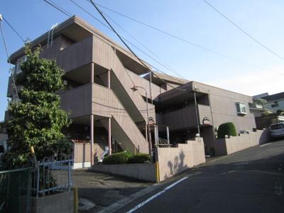 小田急線「柿生」駅徒歩圏内!3階建てのマンションです♪