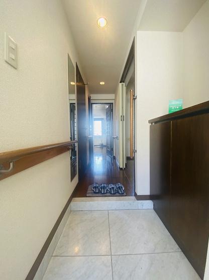玄関から室内への景観です!右手に7.5帖ダイニングキッチン、左手に洗面所があります★