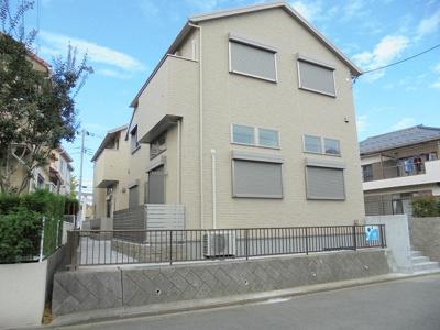 小田急多摩線「栗平」駅より徒歩10分!ペットOK♪ワンちゃん・猫ちゃんと一緒に暮らせる2階建て築浅アパートです☆