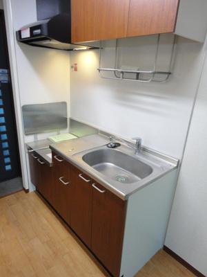 ガスコンロ設置可能のキッチンです☆場所を取るお鍋やお皿もすっきり収納できます♪ご自身でお好きなタイプのガスコンロをご用意いただけます!