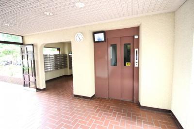 エレベーター内には防犯カメラが設置されていますので安心ですね。