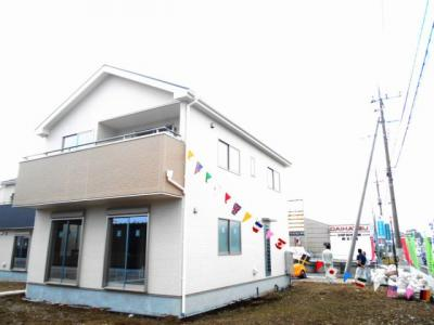 100坪の敷地。新築。東京通勤圏内なのに。2390万円。堂々と。駐車並列3台。