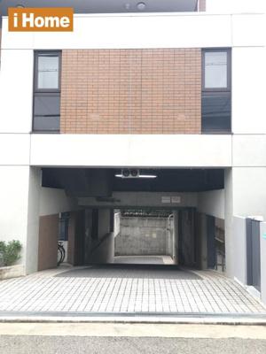【地下駐車場】 空有:月額18000~20000円 都度確認が必要です。