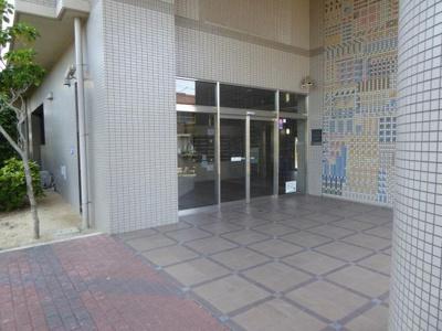 【エントランス】コスモ鶴見緑地2番館