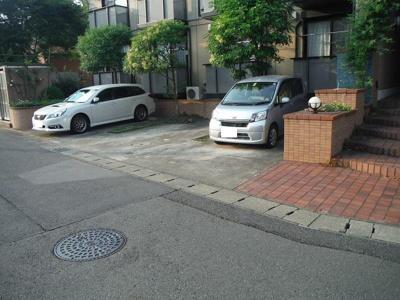 いつでも目の届く敷地内に駐車場があります♪お車をお持ちの方にもオススメです☆