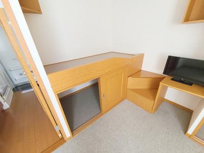 テーブル、椅子2脚付き
