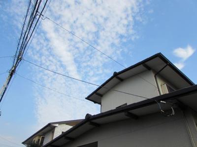 空の広い湘南エリアの物件です。土地の広さが50坪以上あり、ゆったりとした広さの建築プランをご検討いただけます。