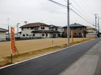 エクセレント袖ヶ浦 土地  前面道路と平坦なつくりです♪ 袖ヶ浦コミュニティでご近所とのコミュニケーションを図れます!