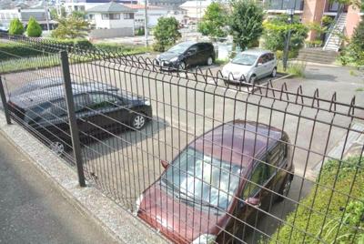 敷地内に駐車場があるので、お車をお持ちの方には必見!
