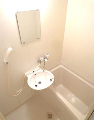 バストイレ別。温水洗浄便座付