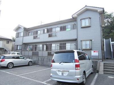 小田急線「向ヶ丘遊園」駅にアクセス可能な最寄りバス停より徒歩3分!通勤通学・お買物にも便利な立地の2階建てアパートです☆