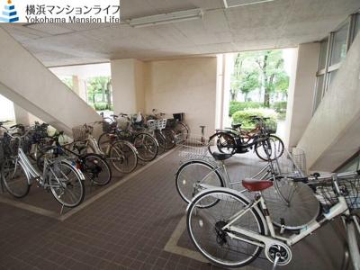 雨から大切な自転車を守る駐輪場