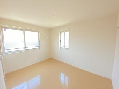 2階・角部屋二面採光洋室6帖のお部屋です!フローリングのお部屋は寝室や子供部屋としても使えますね♪