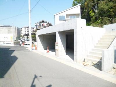 大型堀込車庫2台分と二輪車置き場