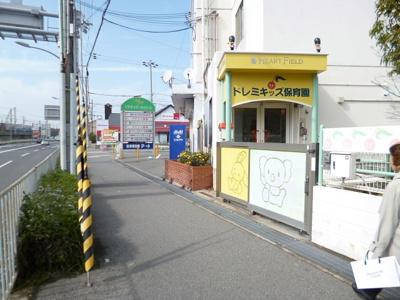 物件とJR舞子駅の途中の保育所