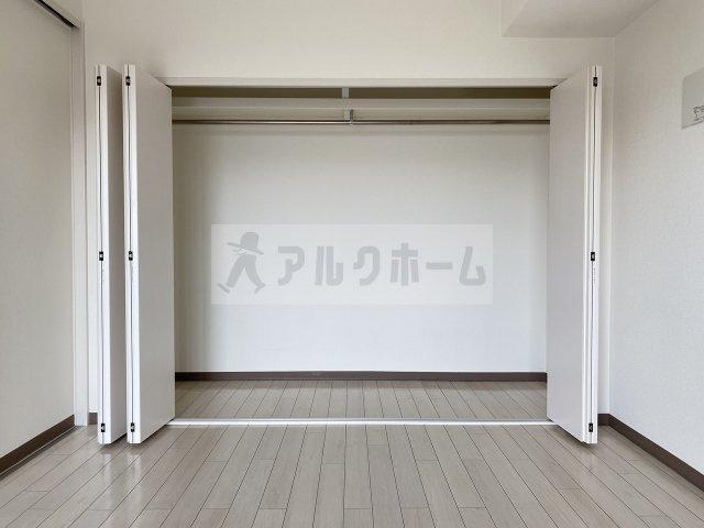 ラ・フォーレ久宝園 洋室① クローゼット