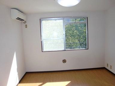 3階部分の南向きで陽当りが良く快適なお部屋です。