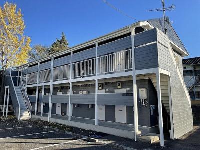 横浜市営地下鉄ブルーライン線「センター南」駅より徒歩圏内の2階建てアパートです♪駅周辺はお店が充実!お買物に困りませんね☆